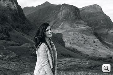 작품예시 : 산에 있는 여성