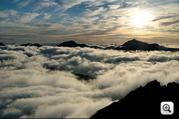 작품예시 : 구름위에 풍경