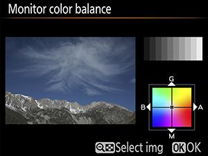 보이는 색상이 더욱 세련된 시야율 약 100%의 광학 파인더