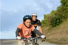 위상차 AF 예제이미지 : 자전거 타는 아이와 어른