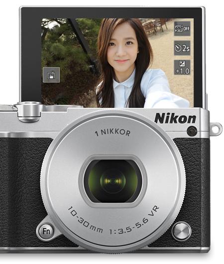 멀티 앵글 액정 모니터를 이용한 셀카 촬영시 제품 이미지(시뮬레이션 이미지)