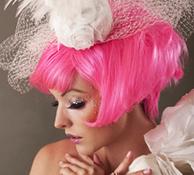 핑크 빛 머리카락과 흰색 의상이 인상적인 포트레이트 사진: 샘플이미지 클릭시 더큰 이미지 보기 페이지로 이동